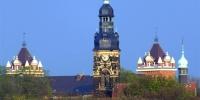 Bilck auf die Agnes-Kirche und die Mäder-Schule im Hintergrund